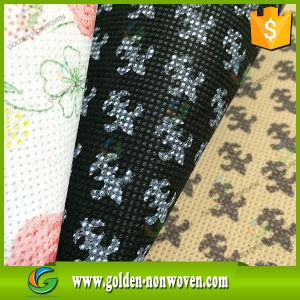 Multi Color Printed Non Woven PP Fabric Rolls made by Quanzhou Golden Nonwoven Co.,ltd
